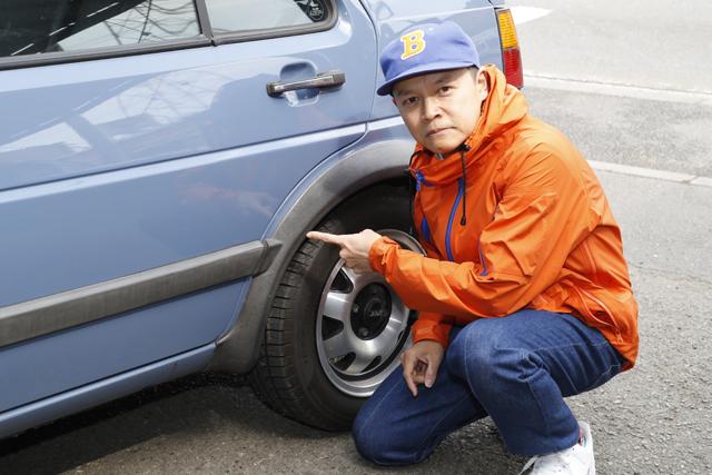 ▲低年式になるとモールのヤレが目立つもの。「僕の車もけっこうくすんでいるから思い切って塗ってもらっちゃおうかな」とBoseさん