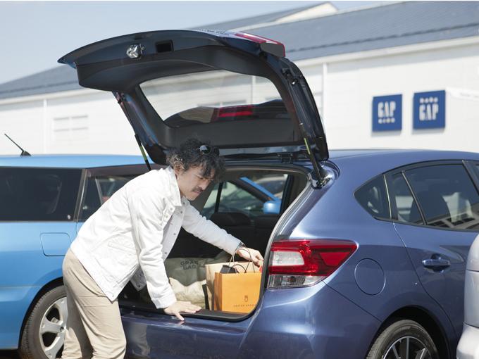 ▲荷室の容量の大きいインプレッサスポーツなら、大きな荷物でも楽に積み込める