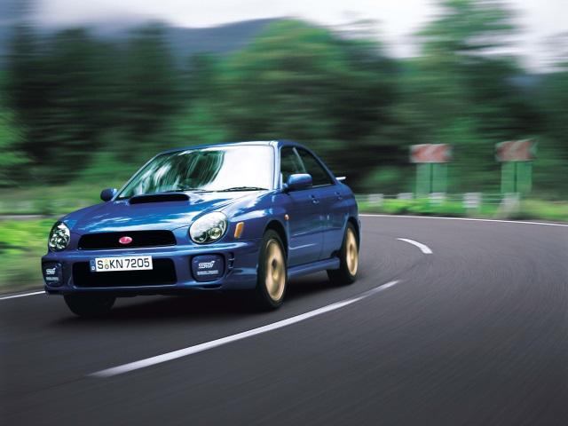▲2000年の車には、今でもよく見かける17年も経っているとは思えないモデルも……