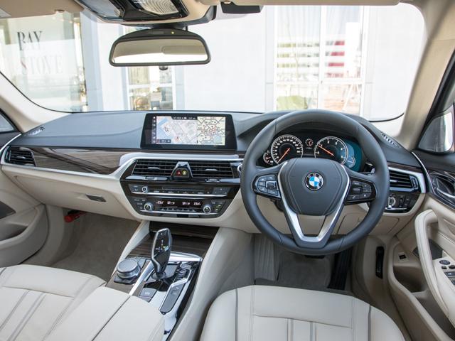 ▲タッチパネル機能付きワイドコントロール・ディスプレイを採用。3Dカメラがドライバーの手の動きを認識して、車載コントロール・システムが操作可能なジェスチャー・コントロールを備えた
