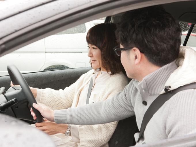 ▲駐車が苦手な奥さま・明日香さんを助手席からサポートする旦那さま・章浩さん。成島家ではお決まりの光景だそうだ