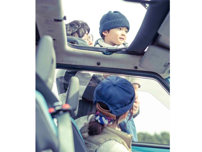 ▲天気の良い日はサンルーフを開けてドライブ