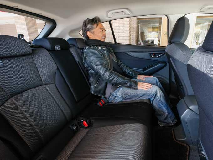 ▲後席は、大人が乗っても足元に十分なスペースが確保されており、4人乗りのロングドライブも楽々こなせてしまう