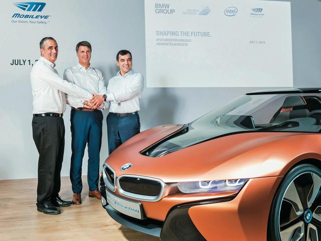 ▲2016年7月1日の会見で、BMW、インテル、モービルアイの3社は、自動運転技術の開発に向けて、共同で取り組んでいくことを発表した。市販車に搭載されるのは、2021年の予定で、電動系車両のBMW iNEXTに用いられる