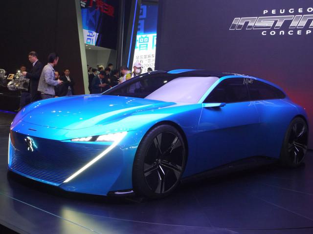▲プジョーにしてはかなり大柄なこの車は、インスティンクトコンセプトを名乗っていた。プラグインハイブリッドユニットを搭載した、観音開き式ドアを採用するファストバックスタイルが印象的。プジョーの将来的な方向性を示唆した、デザインスタディモデルとしての側面をもつ
