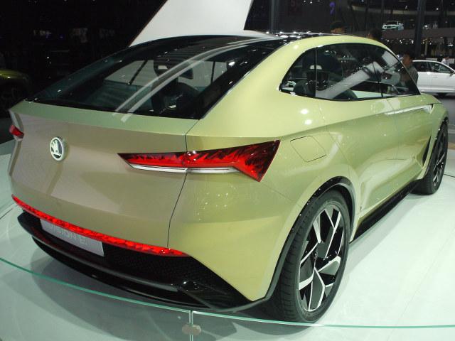 ▲チェコのメーカーで、フォルクスワーゲングループ傘下のシュコダは、SUVスタイルのEVコンセプトカーをワールドプレミアした。MEBと呼ばれるフォルクスワーゲングループの新世代EV向けプラットフォームが採用される。上記のI.D.クロズと兄弟車なのかもしれない