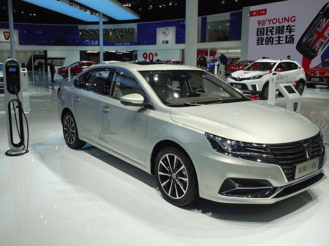 ▲上海汽車のロエベブランドによるセダンi6をベースとする、プラグインハイブリッド車がei6。上海モーターショー開催のタイミングで正式デビューされた。1Lターボエンジンに、60kwを発生するモーターが組み合わされる。EVモードで53km走れるという