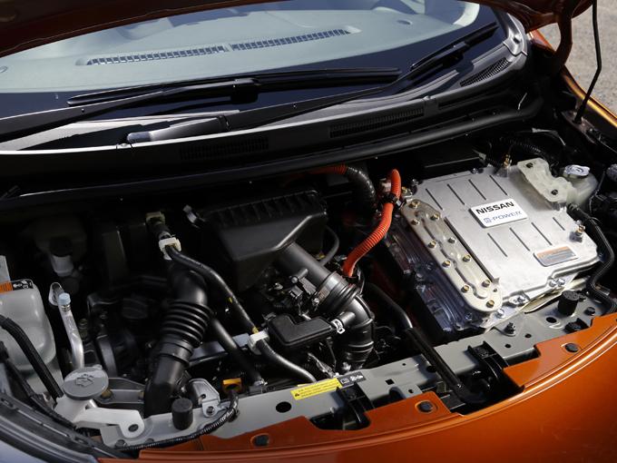 ▲必要に応じてそのつど発電するため、バッテリー容量は必要最小限で済み、価格を抑えられる。減速エネルギーを回生する他、エンジンも効率のよい領域しか使わないため燃費もよい
