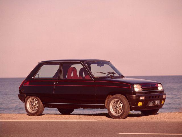 ▲お若い自動車ビギナーにはとっつきにくい感じがあるかもしれないフランス車ですが、一度乗ってさえみれば、その良さがよくわかるはず。ぜひ前向きに検討してほしいものです。写真は70年代のルノー 5アルピーヌ