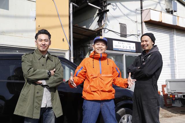 ▲お話を伺った米倉史朗さん(写真左)と工場を任されている弟の米倉隆史さん(写真右)。彼らのセンスでお洒落なカスタムカーが仕上がっていきます