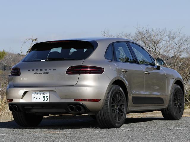 ▲マットブラックのサイドブレードやRSスパイダーデザイン20インチホイールが特徴的。911がモチーフのリアデザインはポルシェの伝統を受け継いだ