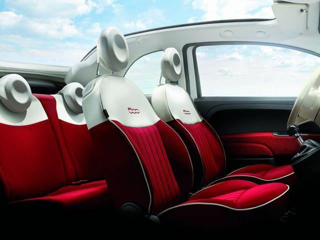 ▲シートのカラーなどは個体により様々ですが、内装の雰囲気はこのような感じ。フルオープンになる車とはちょっと違う独特の囲まれ感が、「逆にちょうどいい」と感じる人は多いかもしれません