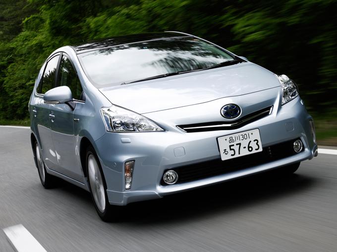 ▲トヨタ プリウスの資質である「圧倒的な燃費・環境性能」や「新技術がもたらす先進性」を継承しつつ、様々なシーンで活躍できるゆとりの室内空間を備えたプリウスα(アルファ)。誕生から6年が経ち、中古車も買い得な状況になってきました