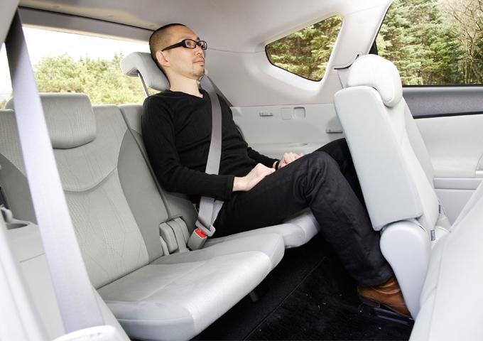 ▲身長170cmくらいの大人が乗車して、こんな感じです