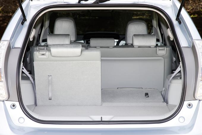 ▲3列目の空間は荷室スペースにもなります。分割シートで使いやすさも◎