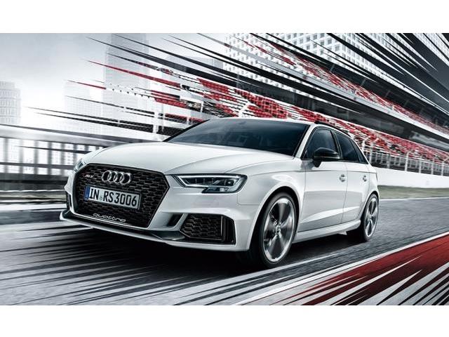 新型Audi RS 3 Sportbackを発表、受注開始