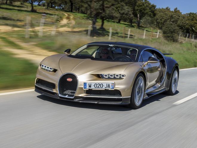 ▲世界最速の超高級車、ヴェイロンの後継モデル。8L W16クワッドターボを搭載し、0-100km/h加速2.5秒以内、最高速420km/h以上。世界限定500台、価格は240万ユーロ(約2億9000万円)となる