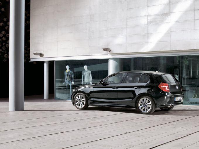 ▲一部の年式&グレードは「車両価格50万円以下」という超お手頃プライスでも狙えてしまう旧型BMW 1シリーズ。お安いのは結構だが、実際買うとなるとどうなのか? いろいろ検討してみましょう