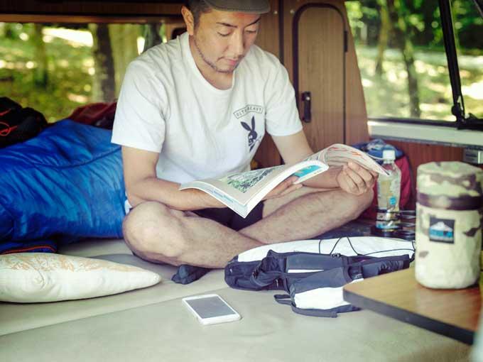 ▲fuusoraさんの愛車は、架装メーカーのウェストファリアが仕立てたキャンピングカー。後席をたたむと2人用のベッドになり、ポップアップ式のルーフテントと合わせて、家族で車中泊ができる