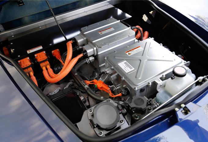 ▲乗車スペースの後方に搭載されたバッテリー、モーター類