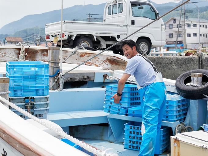 ▲相田さんの職業は漁師。漁具の運搬などに大活躍しており、軽トラは欠かすことのできない大事なパートナー