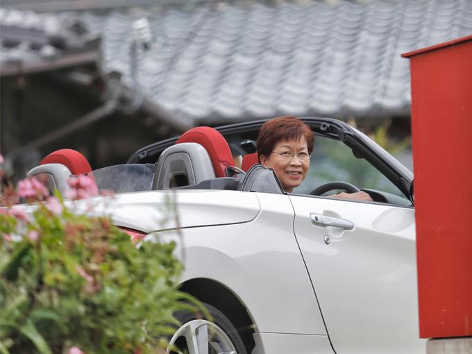 ▲陽気な笑顔で取材に応じてくれた堀さん。昔からオープンカーに乗ることに憧れていた