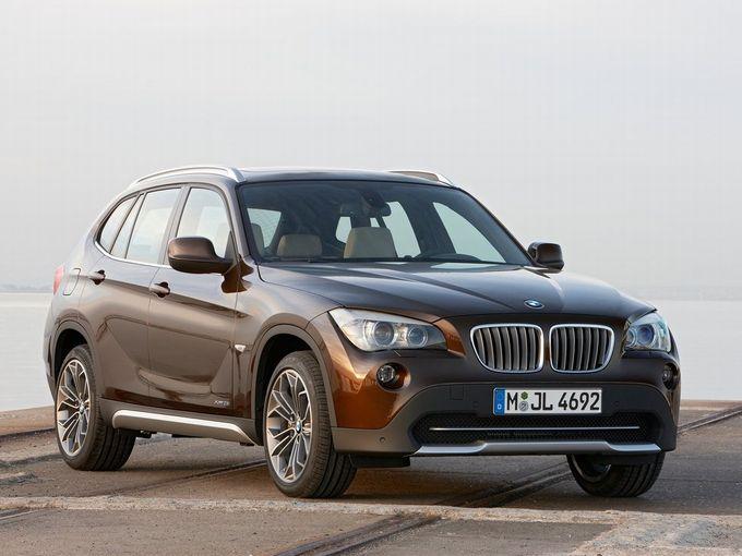 ▲こちらが旧型BMW X1の前期モデル。一般的な機械式駐車場に収まる全幅1800mm/全高1545mmという適度なサイズ感も、この車の日本における魅力の一つと言えるでしょう