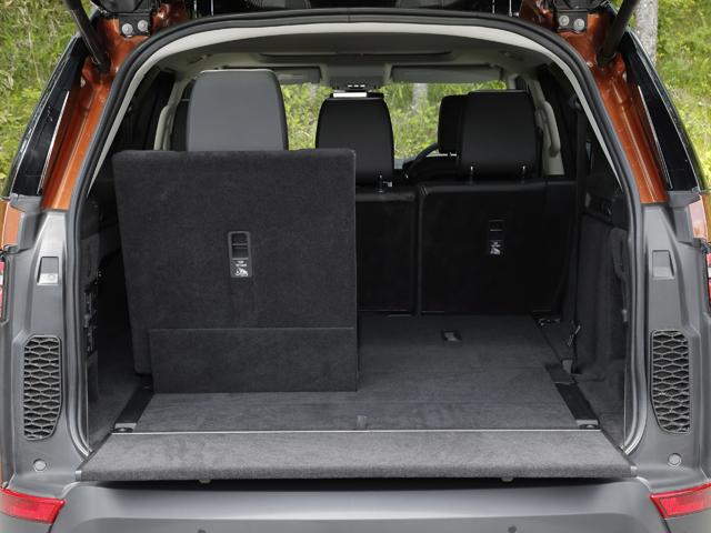 ▲タッチスクリーンや専用スマホアプリで2列目/3列目シートの設定ができるインテリジェント・シート・フォールド機能を採用した。2列目/3列目シートをたためばラゲージ容量は258Lから最大2406Lに