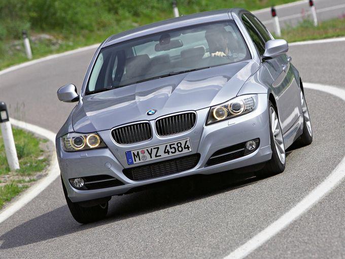 ▲ちなみに旧型BMW 3シリーズの320iの場合、6速ATのカタログ燃費は11.4km/Lですが、6MTだといきなり13.6km/Lまで向上します。このあたりのデータもあらかじめ頭に入れておくことが肝要です