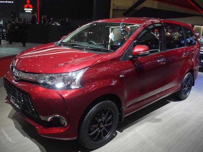 ▲インドネシアの国民車といってもいい存在がトヨタ アバンザだ。若年層をターゲットにしたモデルが、このアバンザヴェロス。日本車でいえば、軽自動車のカスタム仕様といったところか。ブラックのアルミホイールや、ハニカムグリルが印象的。日本の5ナンバーサイズに収まるコンパクトモデル