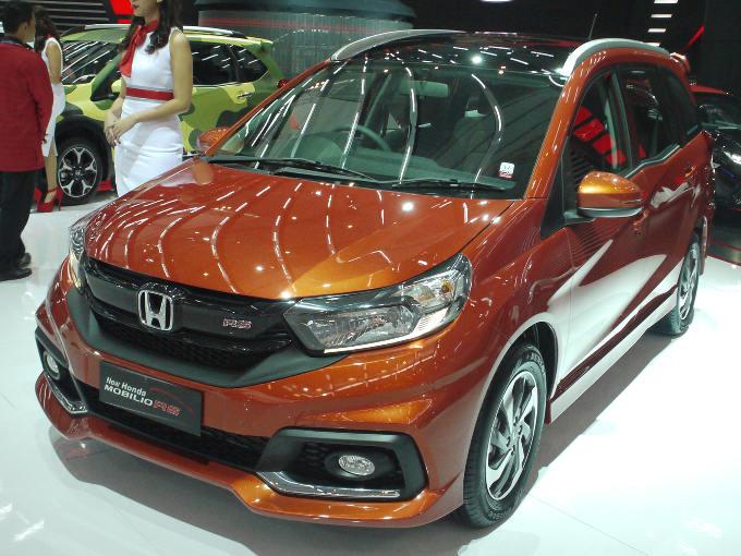 ▲インドネシアで業界ナンバーワンのタクシー会社が、車両を採用している印象が強かったホンダ モビリオ。コンパクトハッチバック、ブリオをベースに、3列シートを与えたコンパクトMPVだ。今回のショーでは、フェイスリフト版を展示。厚みを増したボンネットなど、質感の向上が図られている
