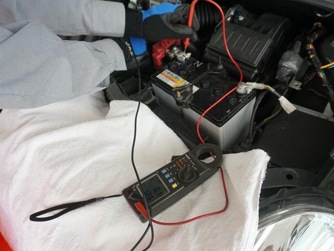 ▲点検には充電量を測る機械を使用。可能なら月に一度は点検しておこう