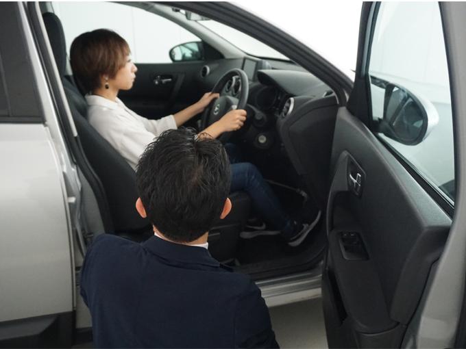 ▲最適な運転姿勢やミラーの調整など初歩からていねいに教えてもらえる