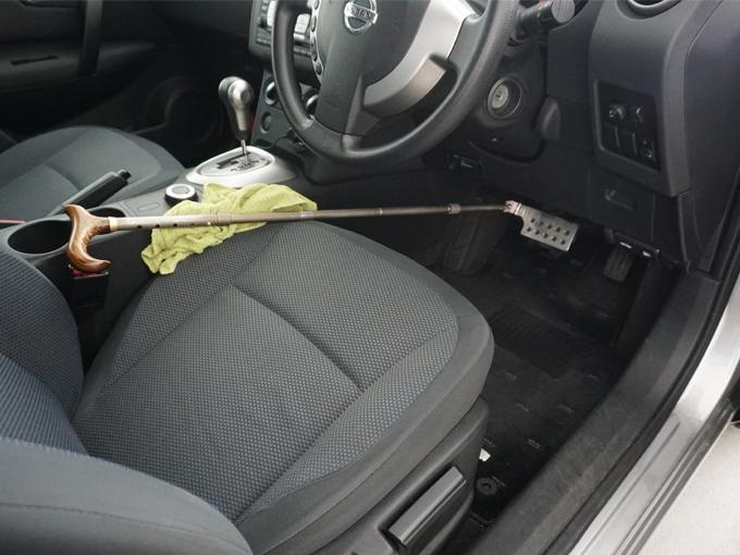 ▲マイカーで講習の場合も教習車のような簡易的な補助ブレーキを装着する