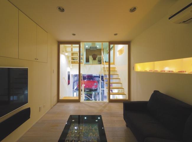 ▲銀座まで徒歩圏内という立地に、憧れのガレージハウスを。邸内のいたるところから愛車を眺めて過ごせる建築家のアイデアとノウハウが満載された作品を紹介しよう。