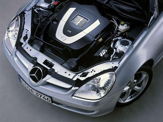 ▲写真のエンジンはSLK350が搭載する3.5L V6 DOHC。低回転域からなかなかの極太トルクを発生させるユニットだ