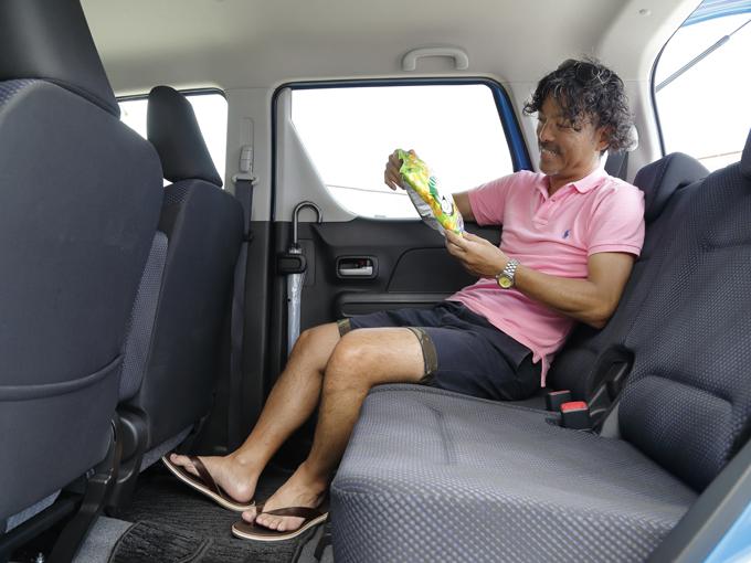 ▲リアシートを最も後ろまでスライドさせると後席空間はここまで広くなる! 膝前のスペースは大型車も真っ青。リクライニングもできる