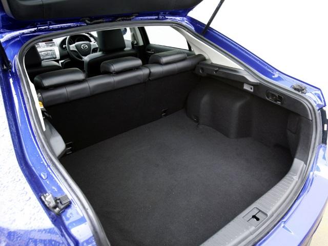 ▲ワゴンと遜色ない荷室スペースを持っているアテンザスポーツ