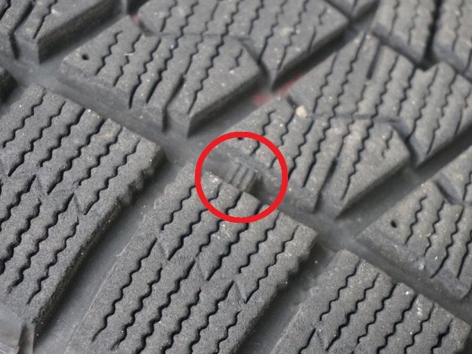 ▲タイヤ溝にある印の部分が残り50%を表すプラットフォーム。ここまで減ってしまうと、効果がなくなってしまう