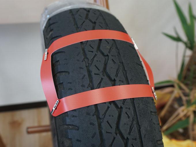 ▲空気圧不足により、両端が極度に擦り減ってしまったタイヤ