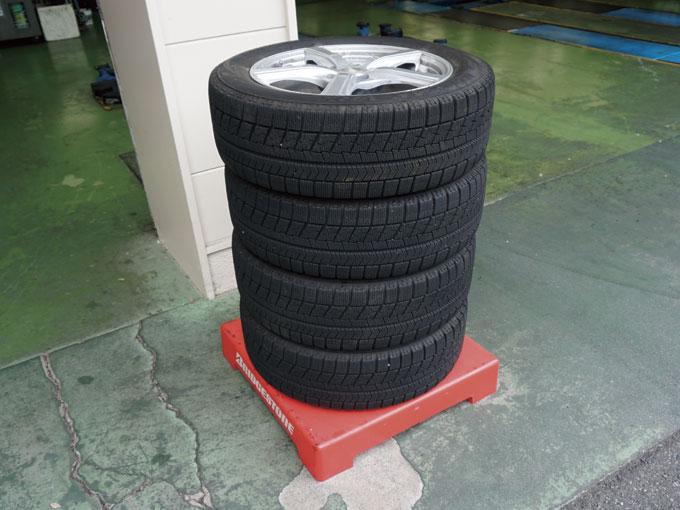 ▲このように積み上げることで、タイヤ接地面の変形を防ぐ効果もある