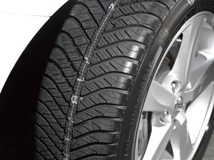 ▲こちらが今回装着したオールシーズンタイヤ「ベクター 4シーズンズ ハイブリッド」。夏用タイヤのようだけど冬用タイヤのようにも見える……