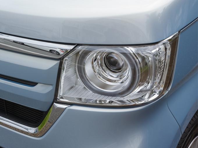 ▲ヘッドランプは高級セダンに用いるようなレンズ類を多用して軽自動車としては珍しい奥行き感もある