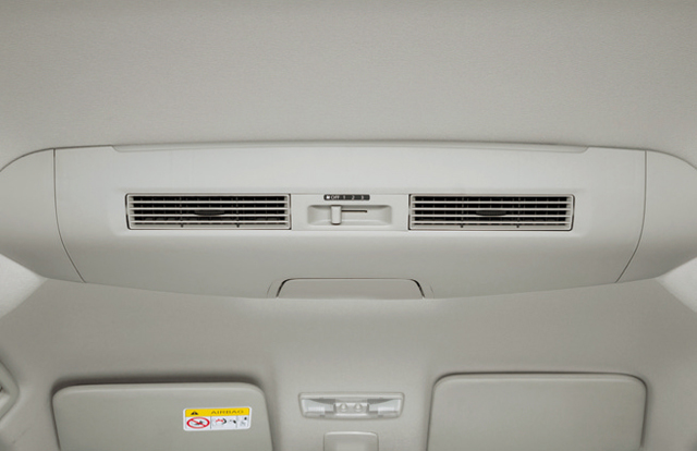 ▲軽ハイトワゴンの広い室内の温度を均一にするリアシーリングファンを搭載
