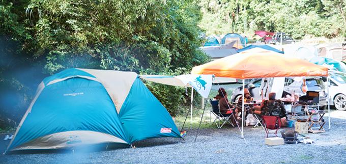 ▲この4人で、よく野外フェスやキャンプに行くそうで、道具はそれぞれ持ち寄り。高価なものはカンパして買い揃えたりもする
