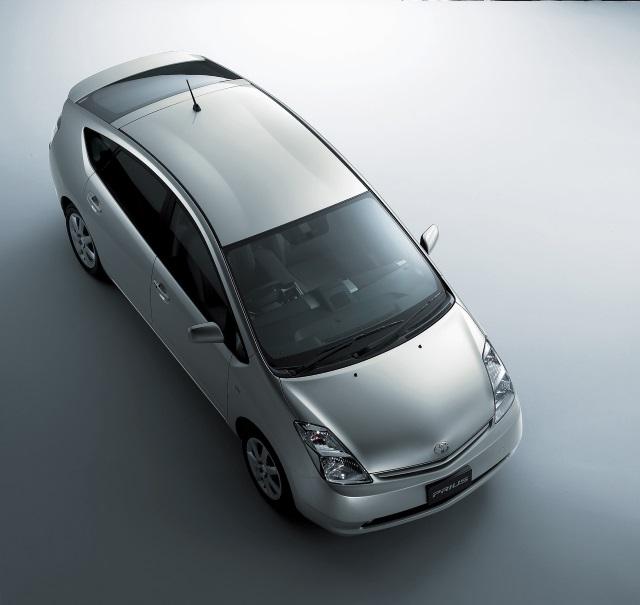 ▲トヨタ プリウスEX(2009~2011年)。法人ユーザー向けのグレードですが、装備は不満のないレベル ※写真は標準プリウスですがデザインは同様