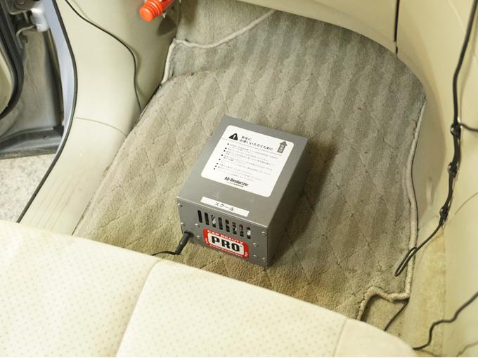 ▲内装の臭いはクリーニングすることで取れる。車内に漂っている臭いも、専用の機械で除去できる