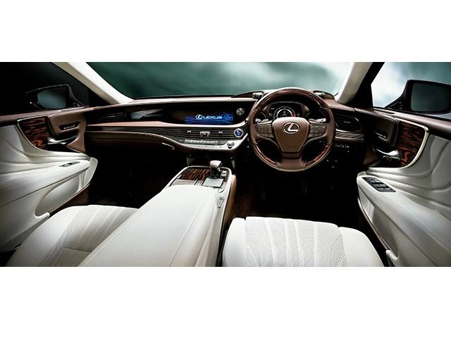"▲LS500h ""version L""(インテリアカラー:ホワイト)<オプション装着車>"