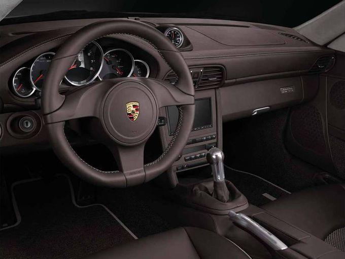 ▲世界的名車、ポルシェ 911。「……自分には縁のない車」と思うかもしれないが、意外とそうでもないのだ