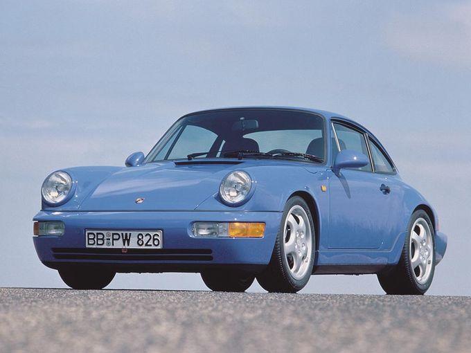 ▲こちらがタイプ964こと第3世代のポルシェ 911。大部分は新設計になったものの、それまでのポルシェ 911と非常に近いビジュアルから今も大人気の空冷世代。5MTカレラの支払総額は600万~1100万円といったところ